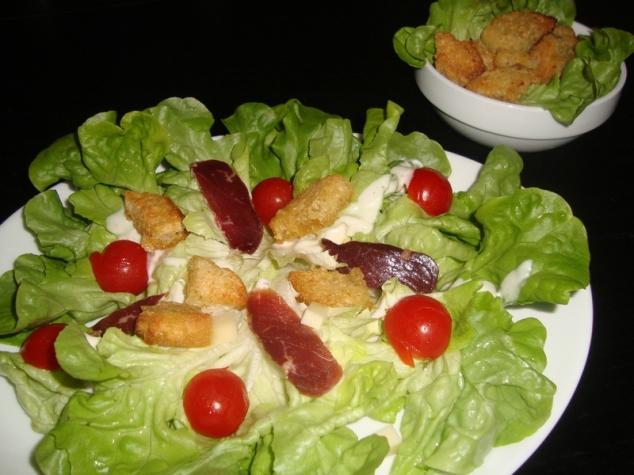 Salade composée, magret de canard, comté, tomates cerise et croûtons 2.jpg