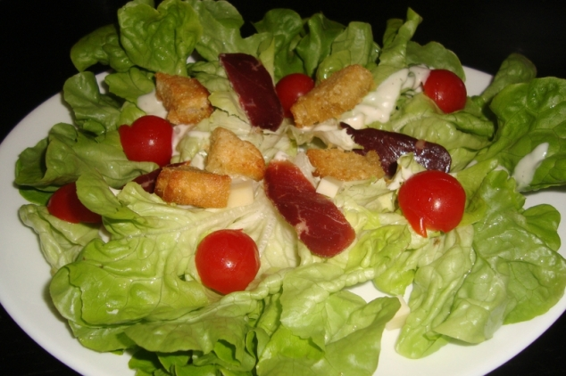 Salade composée, magret de canard, comté, tomates cerise et croûtons.jpg
