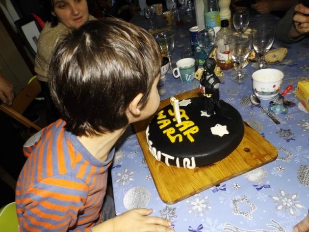 Gâteau Star Wars en pâte à sucre pour l'anniversaire de mon neveu Valentin5