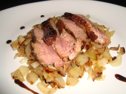Magret de canard aux oignons2