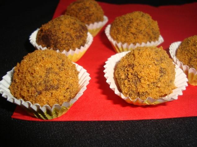 Truffes au chocolat noir et spéculoos.jpg