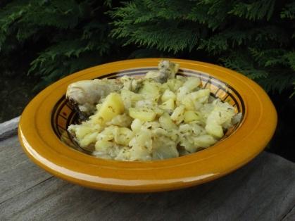 tajine de poulet, pommes de terre et chou vert